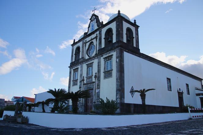L'église de Lajes. Les habitants sont en grande majorité catholiques et très pratiquants.