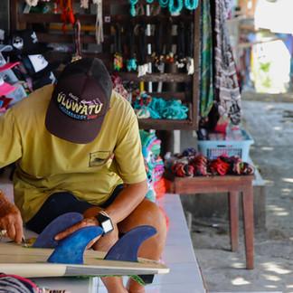 Les locaux ont trouvé de nouveaux emplois découlant de l'industrie du surf sur la presqu'île de Bukit.