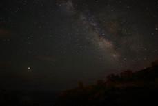 La faible pollution lumineuse et l'isolement de l'île au milieu de l'océan, permet d'observer un très beau ciel étoilé.