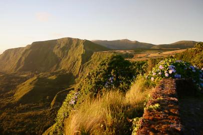 Dans la grande caldeira de Flores: un cratère volcanique formé par l'effondrement d'un volcan.