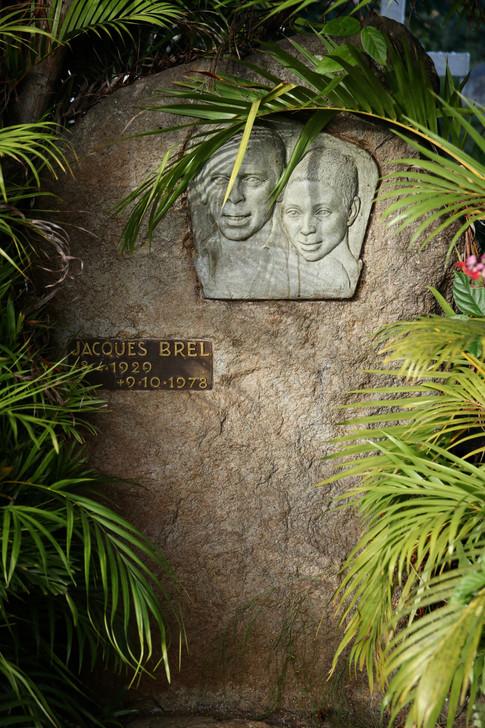 Tombe de Jacques Brel au cimetière d'Atuona.