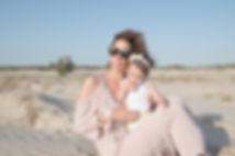 שירה הללי ואיילונה כהן בר בתמונת חוף משגעת