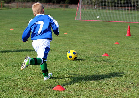football-3715881_1920.jpg