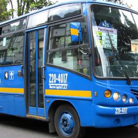 Bus del SITP terminó de frente contra una casa