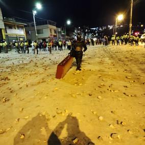 En medio de los disturbios saquearon una tienda de ataúdes en Usme
