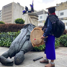 Tumbaron estatua de Gonzalo Jiménez de Quesada en Bogotá