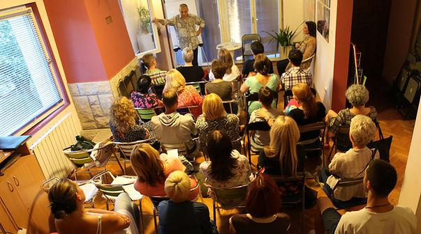 Ruben Papian održao je još jedno predavanje u Boegradu na temu Greške u svesti. I ovog puta ezoterija je privukla pažnju preko pedeset ljudi koji su sa zadovoljstvom došli da čuju šta je potrebno da promene, kako čovek funkcioniše i da li je nešto moguće promeniti u sebi, u svojoj svesti i svojim emotivnim ponašanjem.