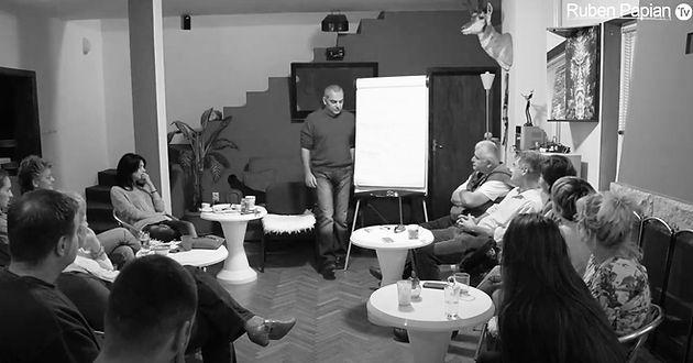 Ruben Papian drži predavanje o mislima i