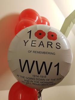 Poppy day vinyl balloon
