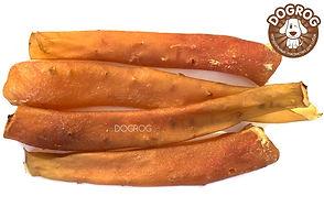 Аорта сушёная говяжья содержит массу полезных микроэлементов. Большое содержание аминокислот и микроэлементов оказывает положительное воздействие на общий обмен веществ собаки. Способствуют укреплению десен и жевательных мышц. Развивают зубочелюстной аппарат, отвлекают собаку во время смены зубов. Отлично подходит в качестве кратковременного поощрения питомца. Помогает сохранить обувь и мебель в безопасности. Аорта сушёная говяжья идеально подходит для ВСЕХ пород собак. 100% НАТУРАЛЬНЫЙ продукт без красителей, консервантов и усилителей вкуса!