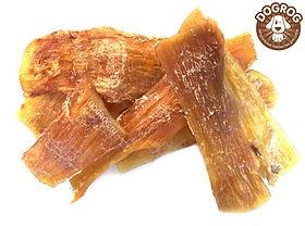 ЖИЛЫ сушёные говяжьи Идеально подходят для ВСЕХ пород собак.  При производстве лакомствдля собак мы используем только натуральные продукты. Благодаря особой технике сушки в говяжьих жилах сохранены витамины и минералы, что делает лакомство не только вкусным, но и полезным. Полностью отсутствуют какие-либо консерванты и красители. Сушёные жилы имеют приятный для собаки вкус и запах. Способствуют поддержанию чистоты и здоровья ротовой полости. Сушёные жилы являются долгоиграющим продуктом и прекрасно удовлетворяют жевательную потребность питомцев. Жилы содержат полезные вещества для костей, суставов и хрящей, особенно необходимых для щенков и крупных собак. Рекомендовано для собак всехпород с 1,5 - 2 месячного возраста.