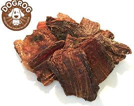 ПИКАЛЬНОЕ МЯСО сушёное говяжье Идеально подходит для ВСЕХ пород собак.  Пикальное мясо - это мясо пищевода. Оно представляет собой слой мышц, что является чистым питательным мясом. Жирность - не более 10%. В нем присутствуют важные для организма собаки вещества, например, калий, который регулирует водно-солевой обмен, а значит, и ритм сердца. Помимо сердца, он полезен для сосудов, капилляров и особенно мышц. В пикальном мясе множество витаминов, в том числе витамин С, который помогает иммунной системе и удерживает в организме витамин D. Сушеное пикальное мясо это отличное лакомство для вашего питомца, для дрессировки, на выставках, или просто побаловать за хорошее поведение.