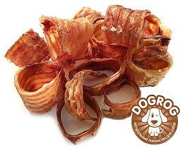 Трахеи говяжьи сушёные - ароматное, хрустящее на зубах лакомство, богатое хрящевой и соединительной тканью, богатое на белок, фосфор, железо и цинк. Прекрасно очищает и укрепляет челюсти, десна и зубы собаки. Изготовлена из натуральных хрящевых субпродуктов, высушена по специальной технологии, что позволяет сохранить все полезные и естественные вкусовые качества продукта, без применения отбеливателей и консервантов!
