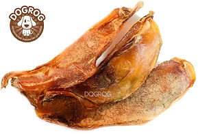 Лопаточный хрящ сушёный говяжий - натуральное лакомство для собак, богатое кальцием и другими микроэлементами. Цельный кусочек лопаточного хряща отлично подходит для длительного разжёвывания.  Полезные свойства говяжьего хряща для собак:  - прекрасно очищает зубы от налета;  - тренирует челюсти собаки;  - предотвращает появление неприятного запаха;  - улучшает рост и развитие опорно-двигательного аппарата.  Говяжий лопаточный хрящ является источником необходимых компонентов для роста собаки и развития суставно-связочного аппарата. Оказывает положительное воздействие на хрящевую и костную ткань. Хорошо развивает челюсти.  Лопаточный хрящ идеально подходит для ВСЕХ пород собак.