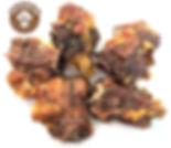 Гипоаллергенное и диетическое лакомство. Польза кроличьих шей очень велика, ведь в них присутствуют большое количество витаминов – С группы В, РР, А, Е, минералов – железа, кобальта, фтора, фосфора, калия, марганца, а также никотиновой кислоты, лецитина.  Диетический состав этого лакомства делает его прекрасным выбором для питомцев, склонных к аллергии.  Кроличьи сушёные шеи содержат намного меньше жиров, чем обычные лакомства, поэтому его можно рекомендовать к употреблению питомцам с заболеваниями ЖКТ, лишним весом и пожилым собакам.  Сушёная шея кролика практически полностью усваивается организмом, а значит, её полезно употреблять в период болезней и восстановления после операций.  Рекомендовано для собак всех пород с 1,5 - 2 месячного возраста.
