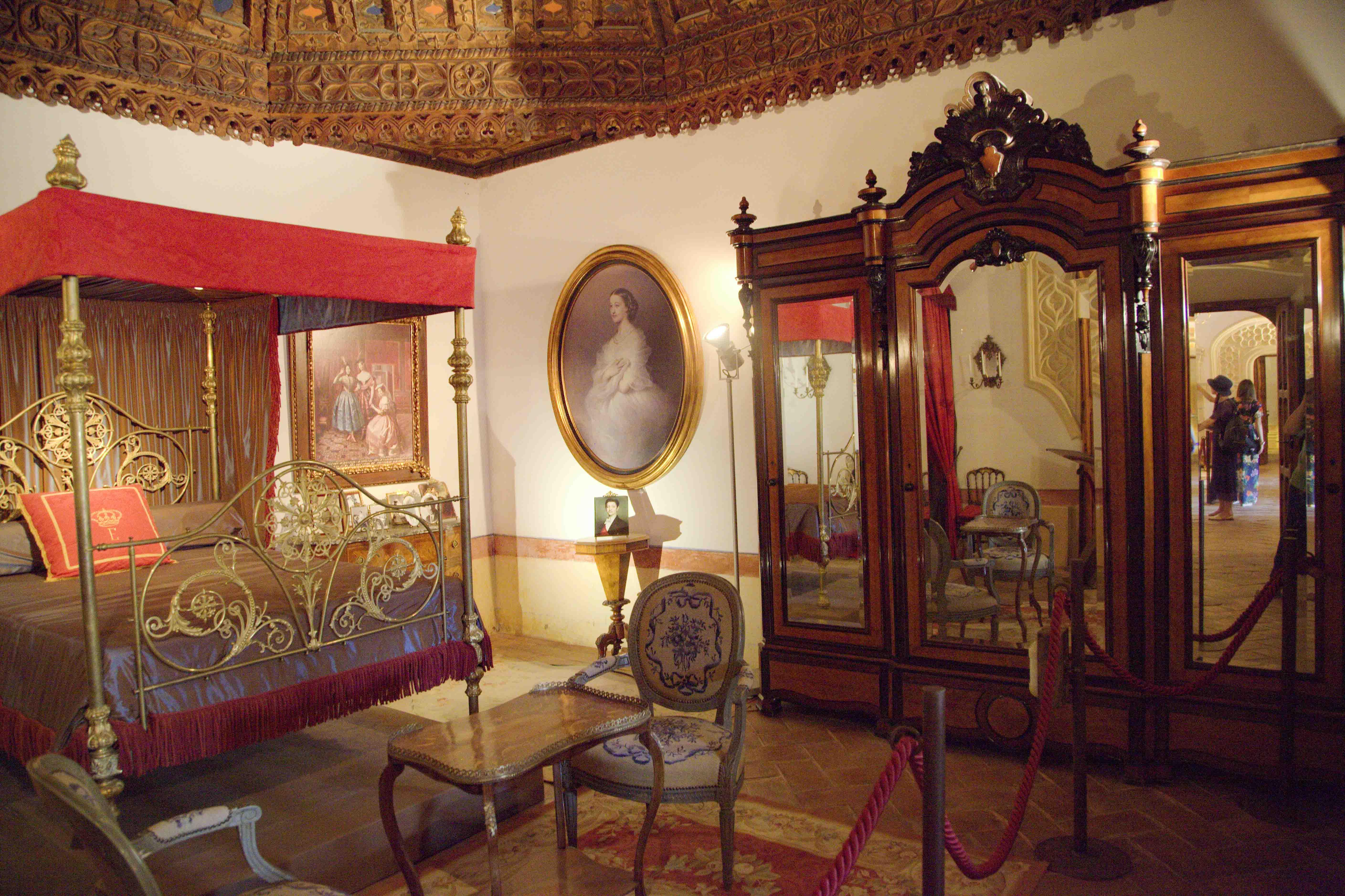 Интерьеры замка Бельмонте