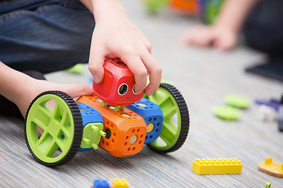 kids-playing-with-robo-1-mirrored-credit