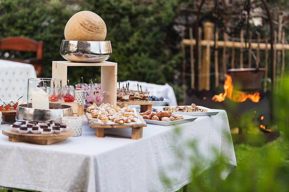 Hotel-Catinaccio-Buffet-dolci-giardino-5