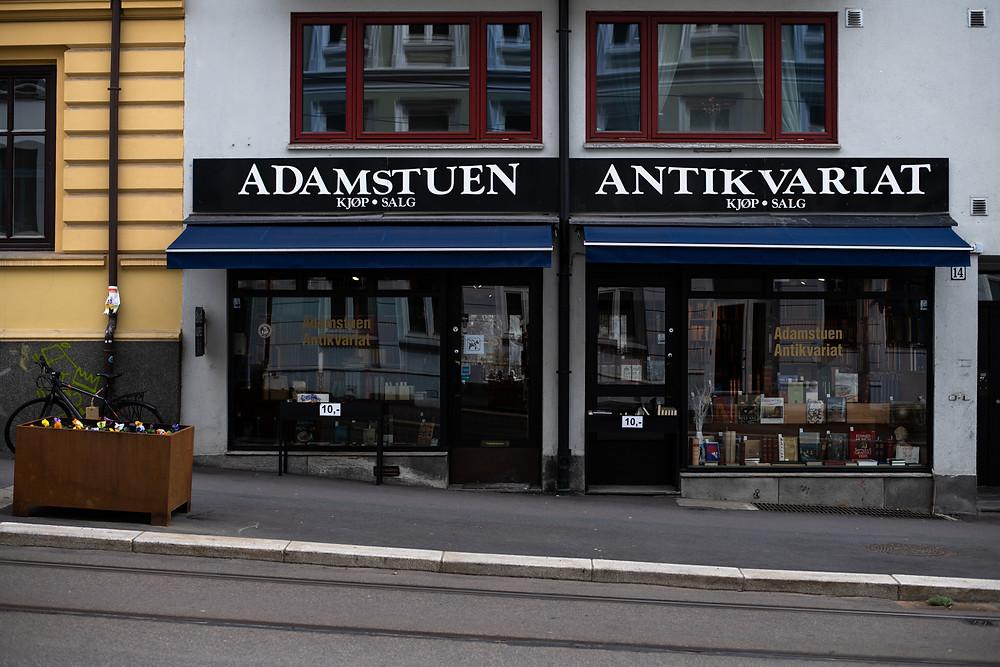 Antikvariaten har fortsatt kunder, men en stor del av salgvolumet er nå på nett