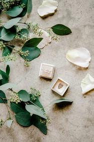 wedding details brides ring auburn