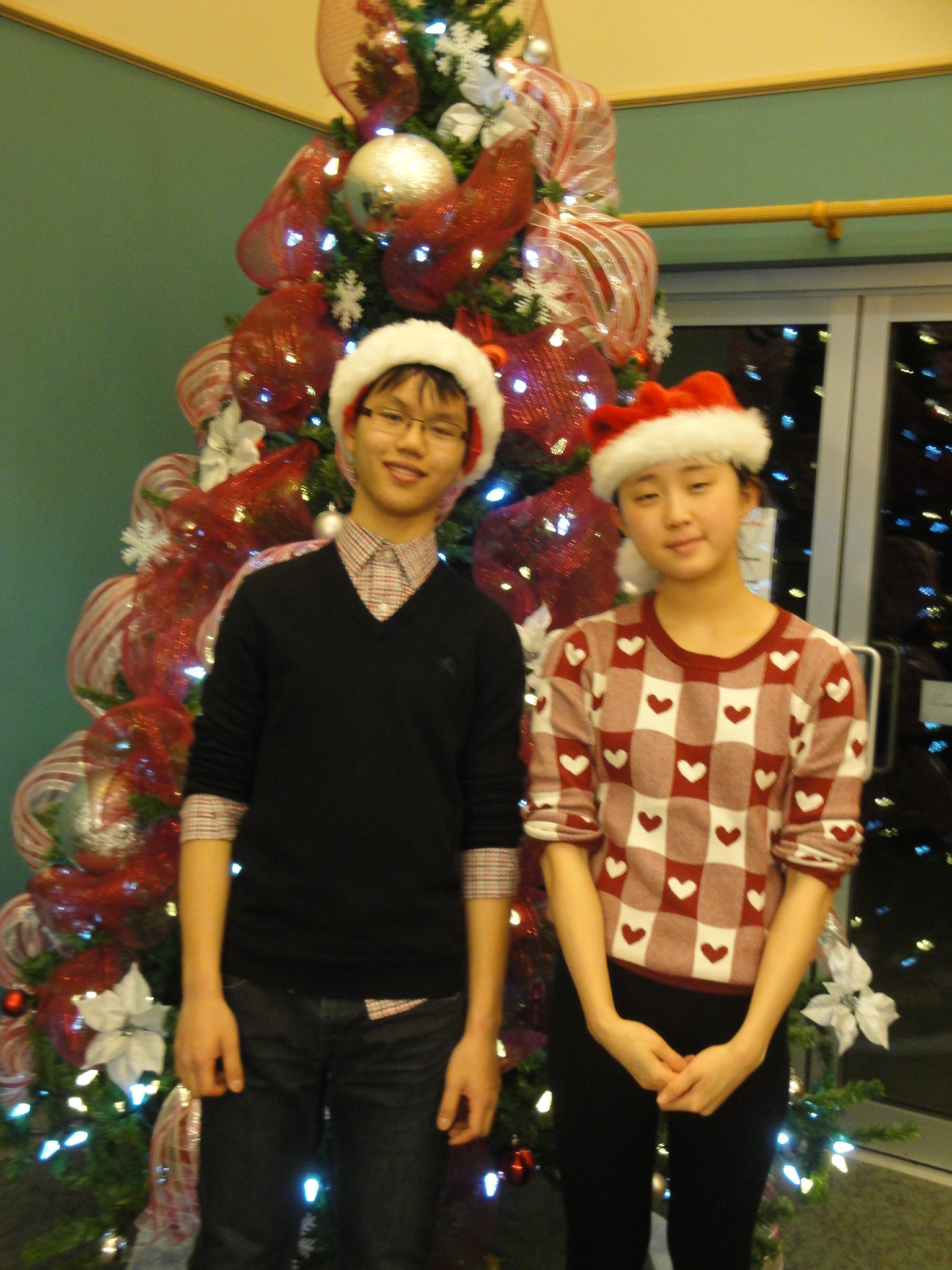 Volunteers share Christmas Music