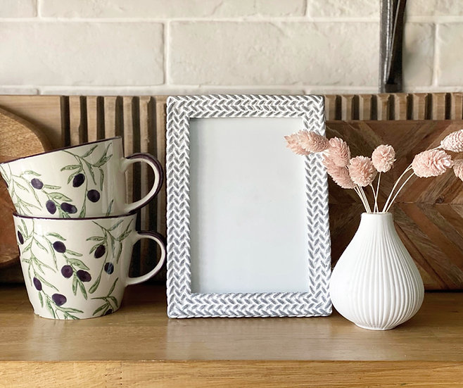 Woven style stone frame