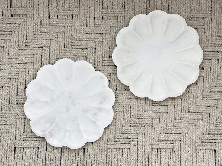 Marble scalloped dish
