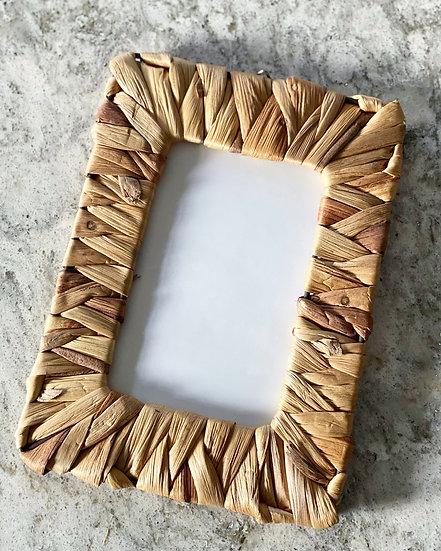 Woven photo frame