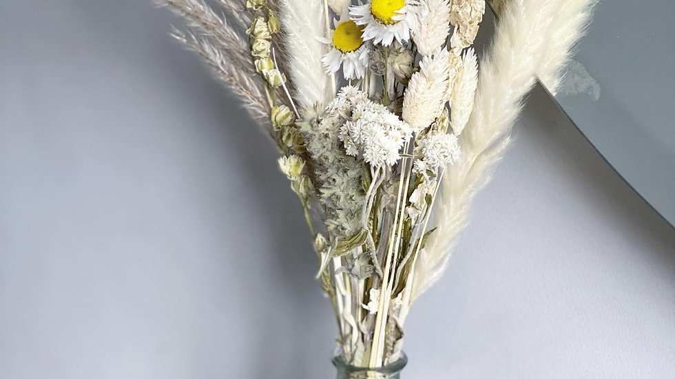 Daisy wildflower bouquet and vase set