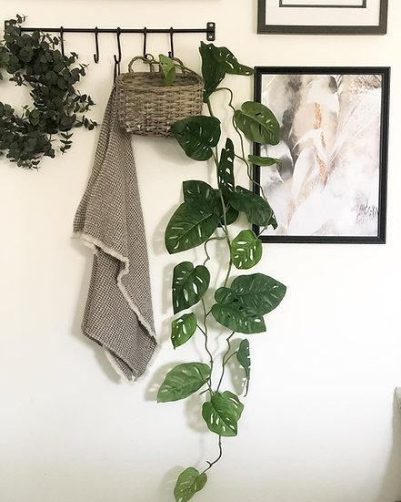 Monkey leaf garland