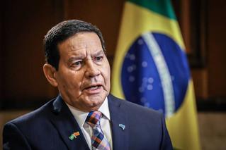 Mourão diz que Brasil não é vilão e chama Di Caprio para conhecer Amazônia