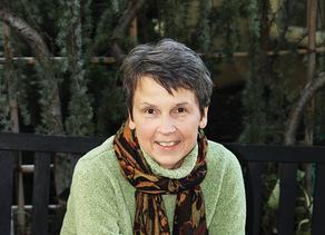 ► Denise Varga (Independent)