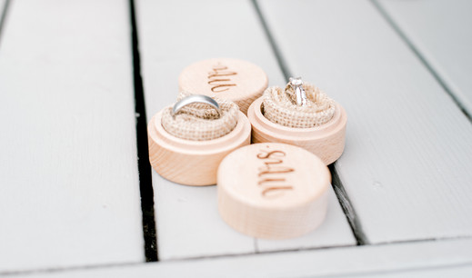 wedding rings in mr and mrs boxes