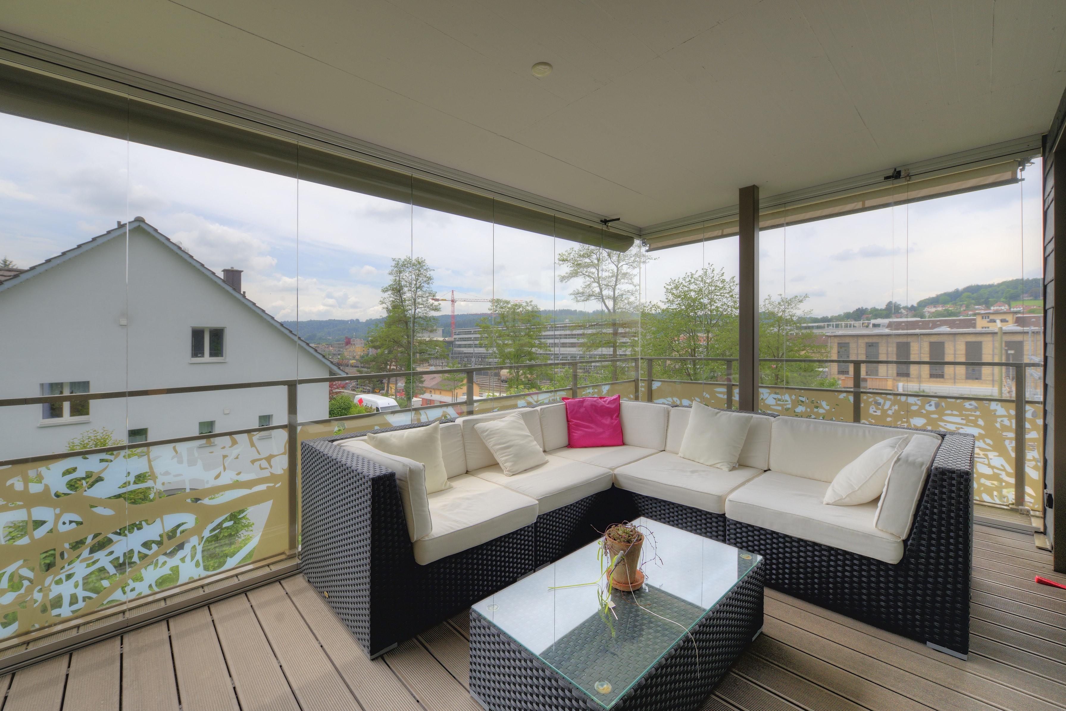 Der gedeckte und verglaste Balkon