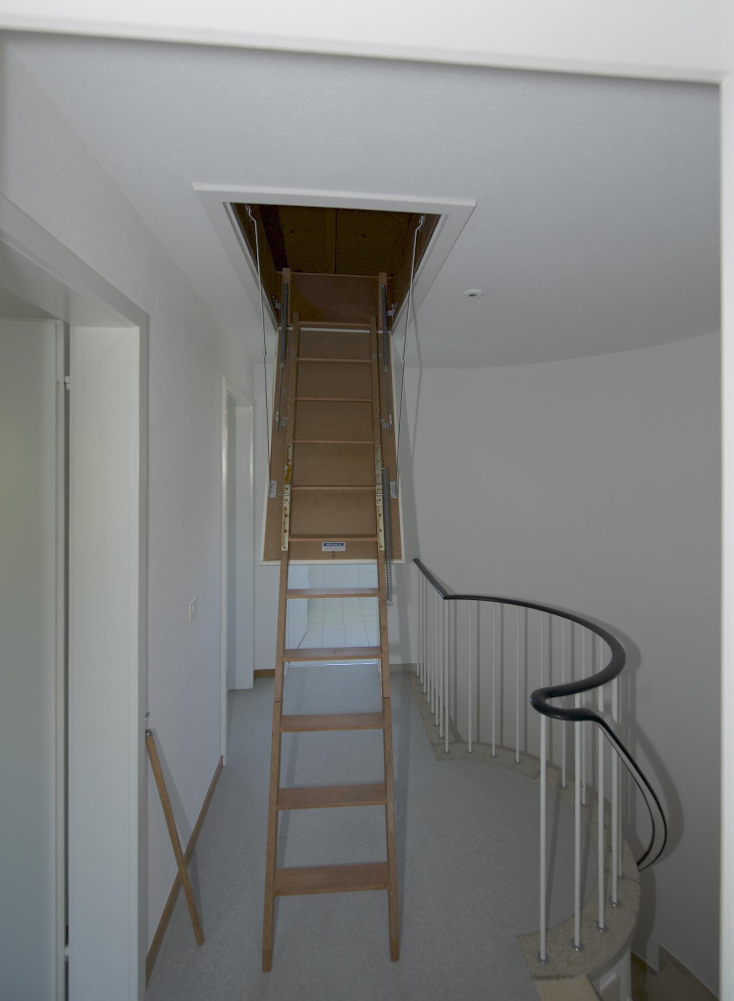 Auszugstreppe auf den Estrich