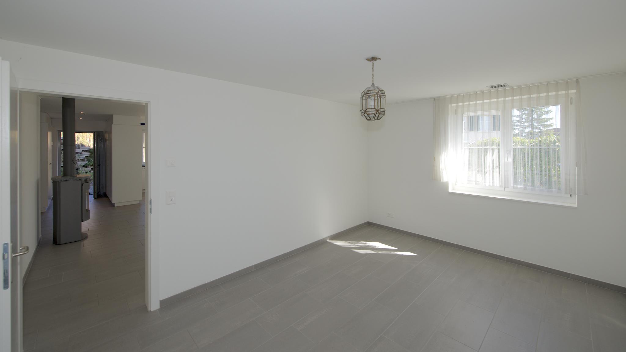 Schlafzimmer mit dem Blick in den Wohnbereich