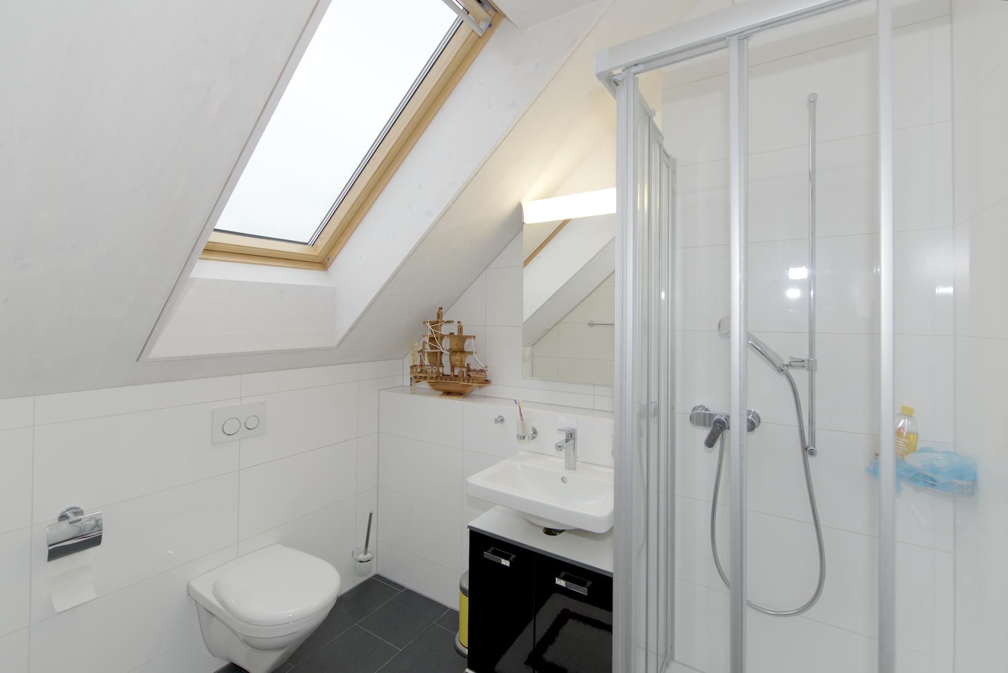 Dusche/WC im Dachgeschoss