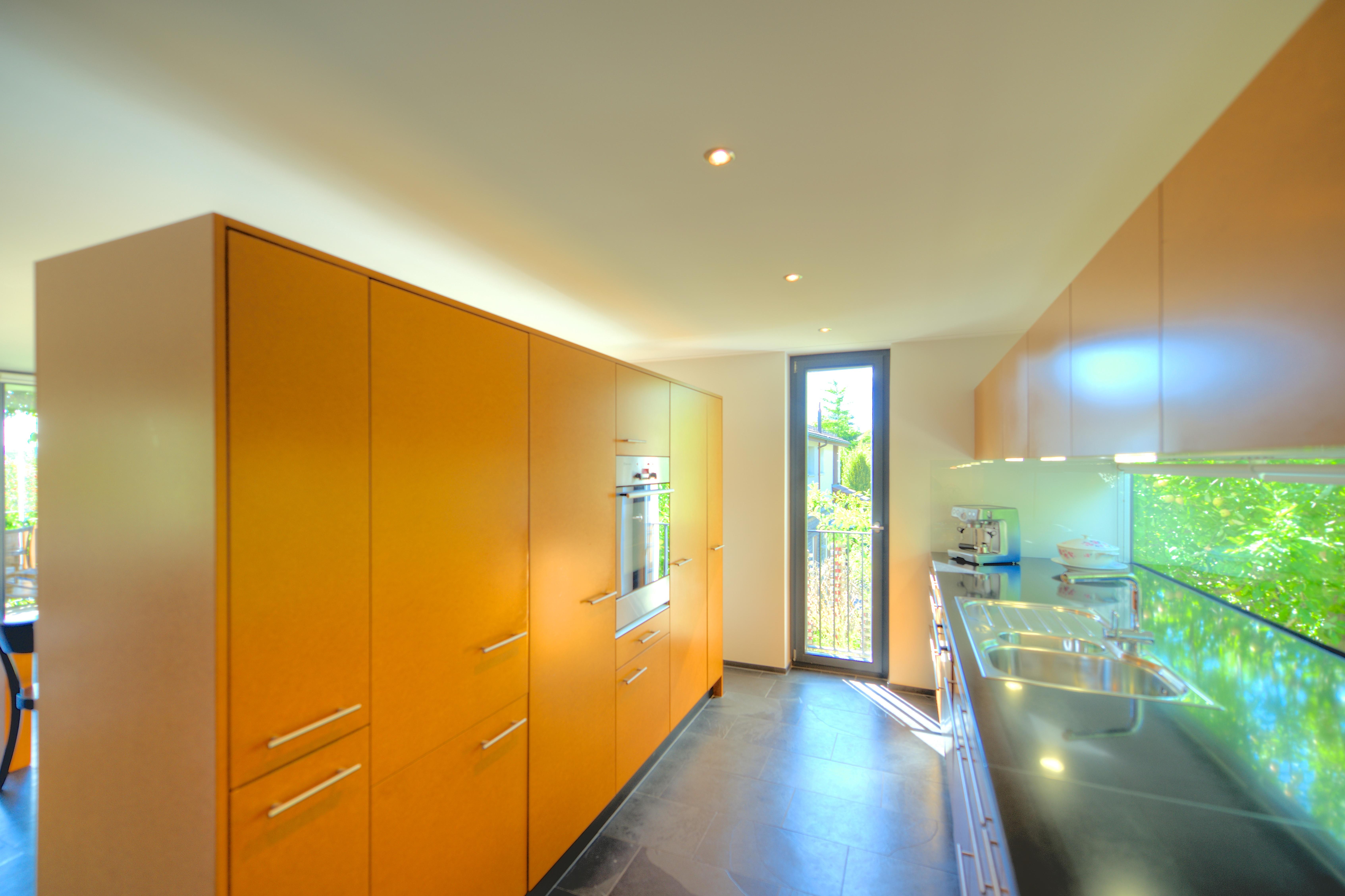 Die moderne Küche mit lackierten MDF-Fronten