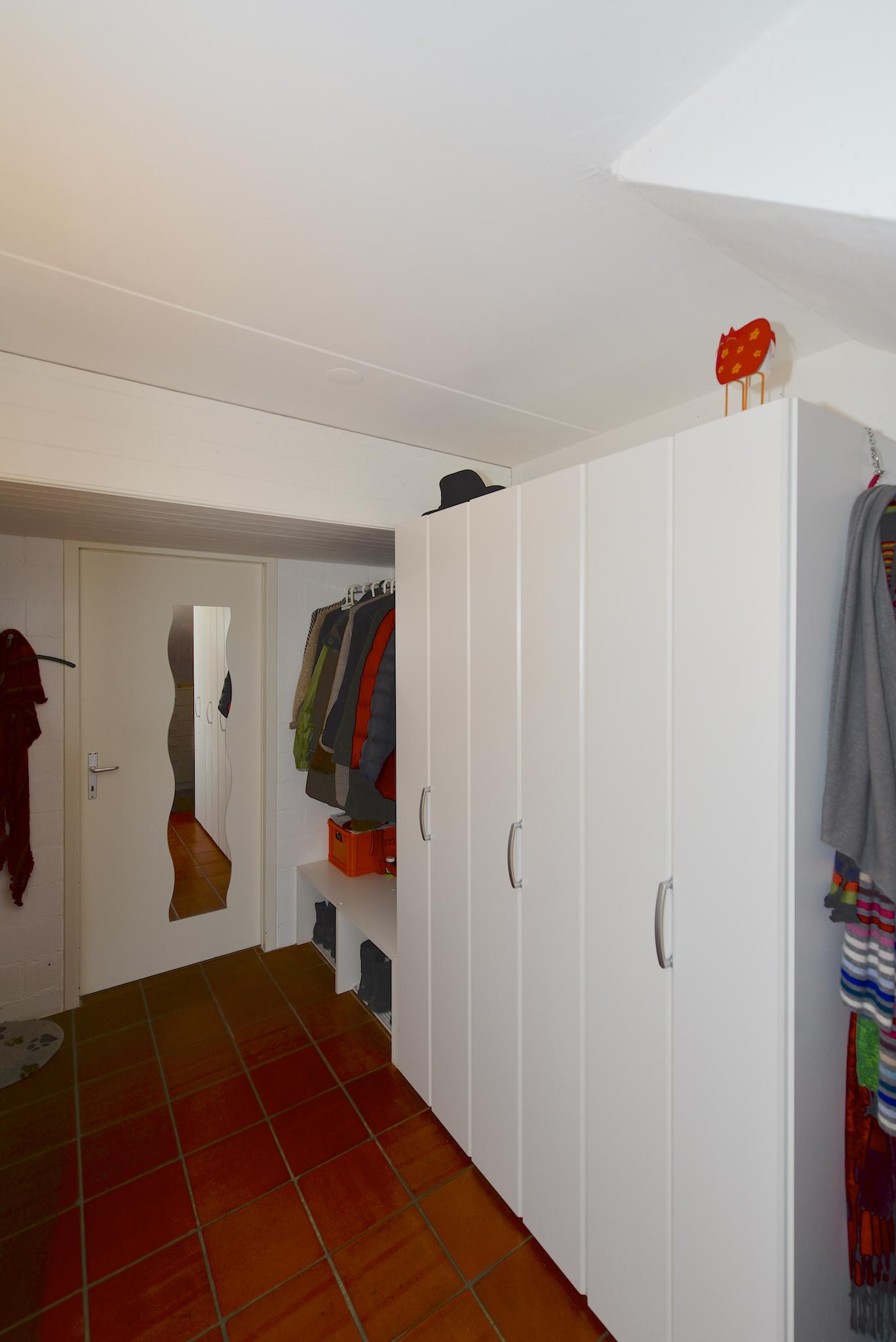 """Die Garderobe im """"Untergeschoss"""""""