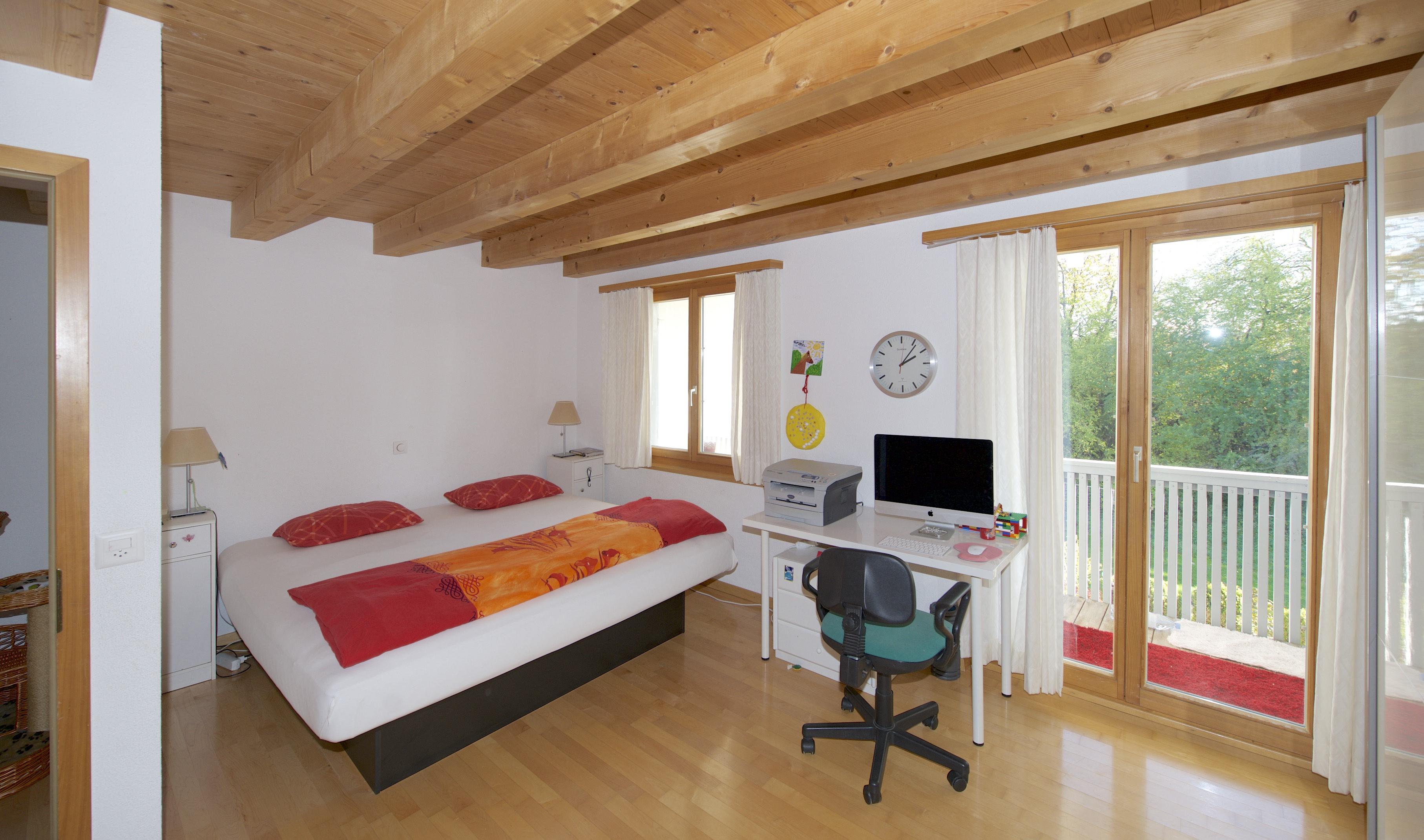 Schlafzimmer mit Balkon und ...