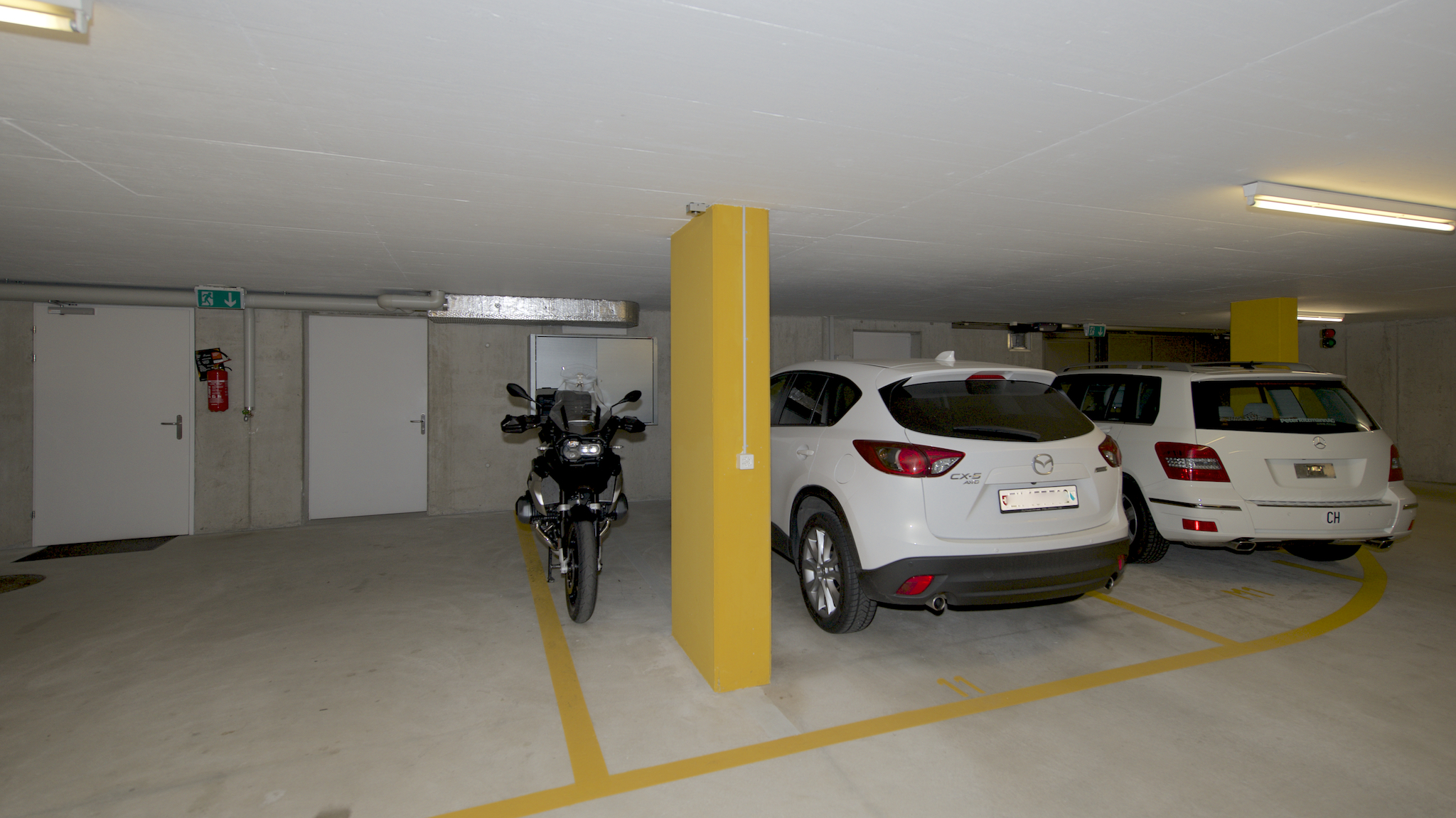 Breiter Garagenplatz in der Tiefgarage