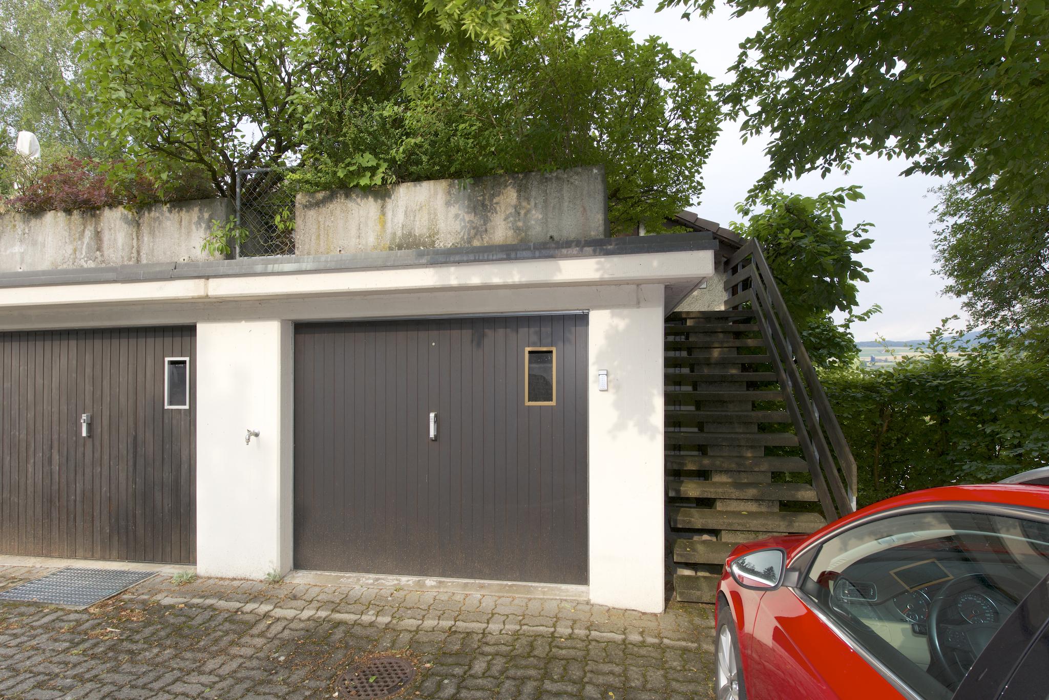 Garagenbox mit Terrassen-Aufgang