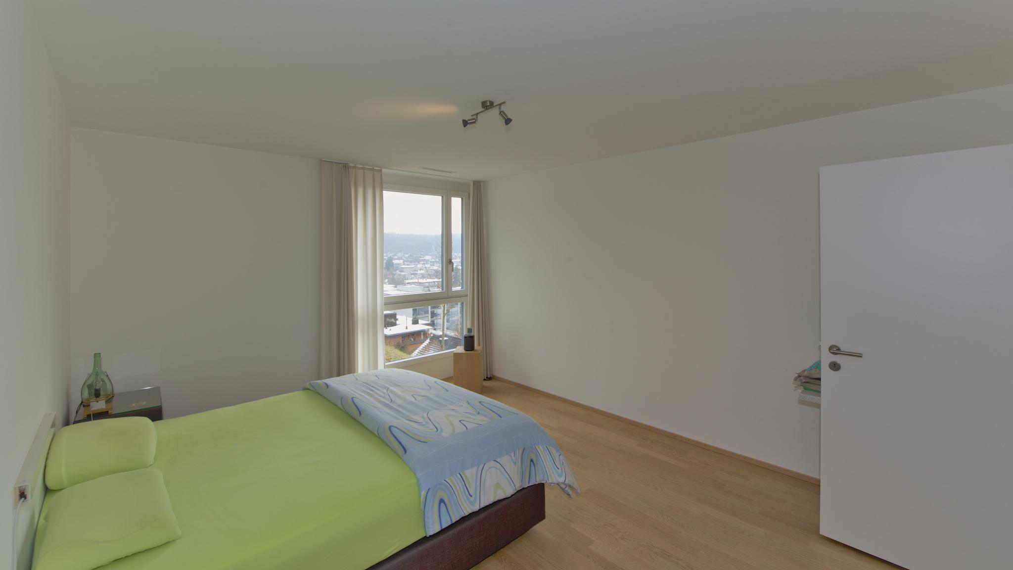 Schlafzimmer mit dem Blick über Töss