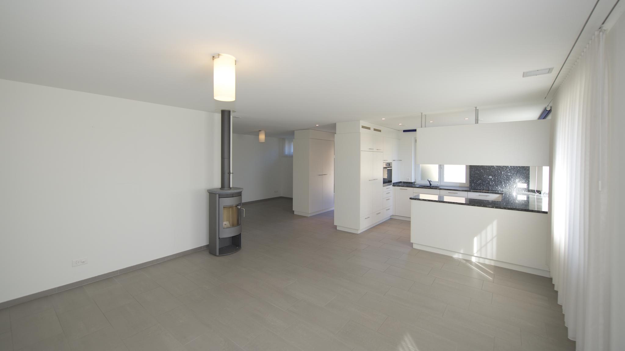 Wohnbereich mit dem Schwedenofen und der Küche