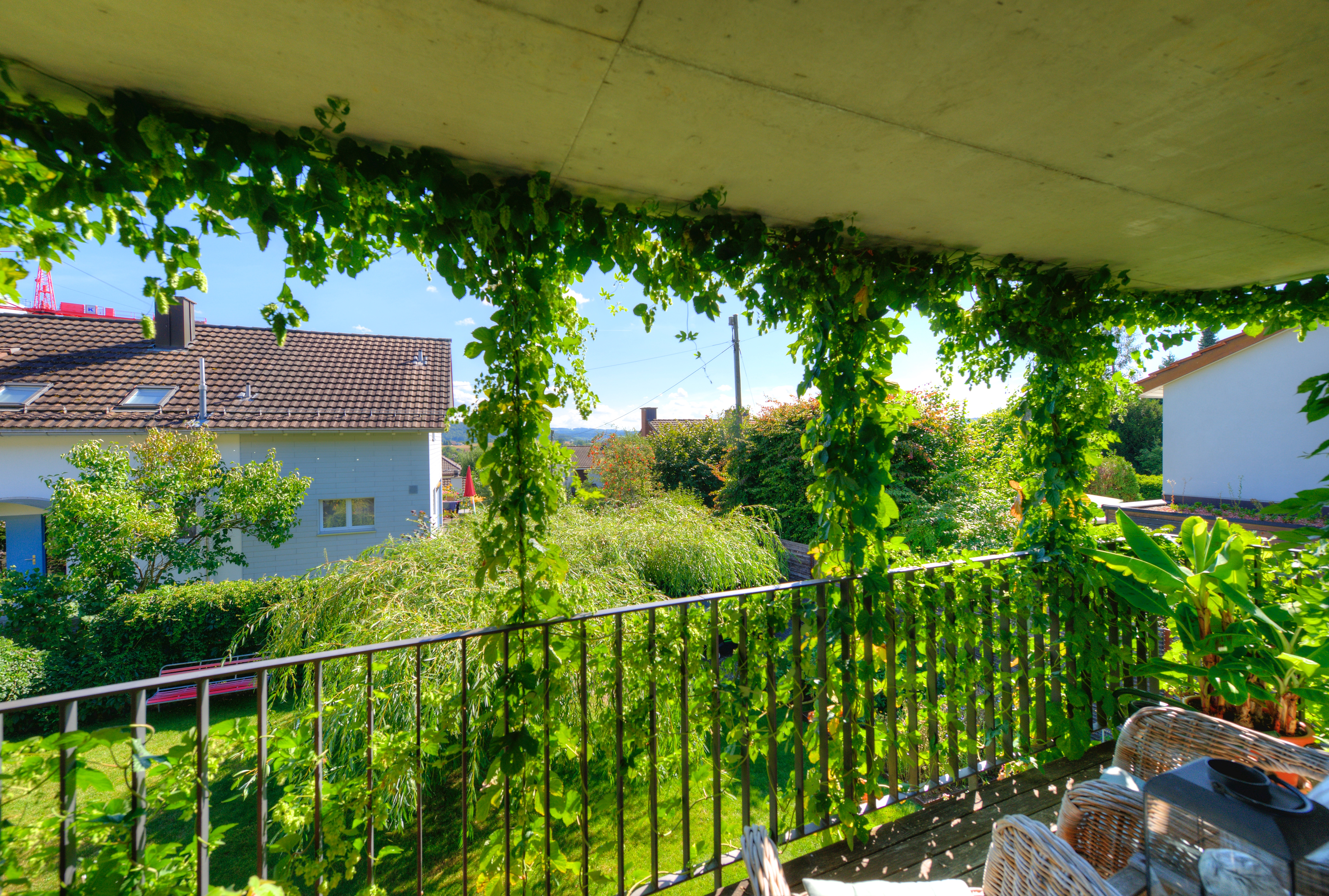 Der gedeckte Balkon mit der Aussicht