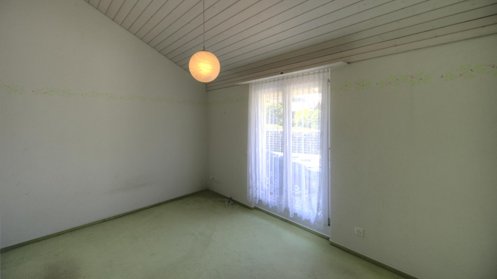 """""""Mittel-Zimmer"""" mit dem grossen Ausgang auf die Terrasse"""