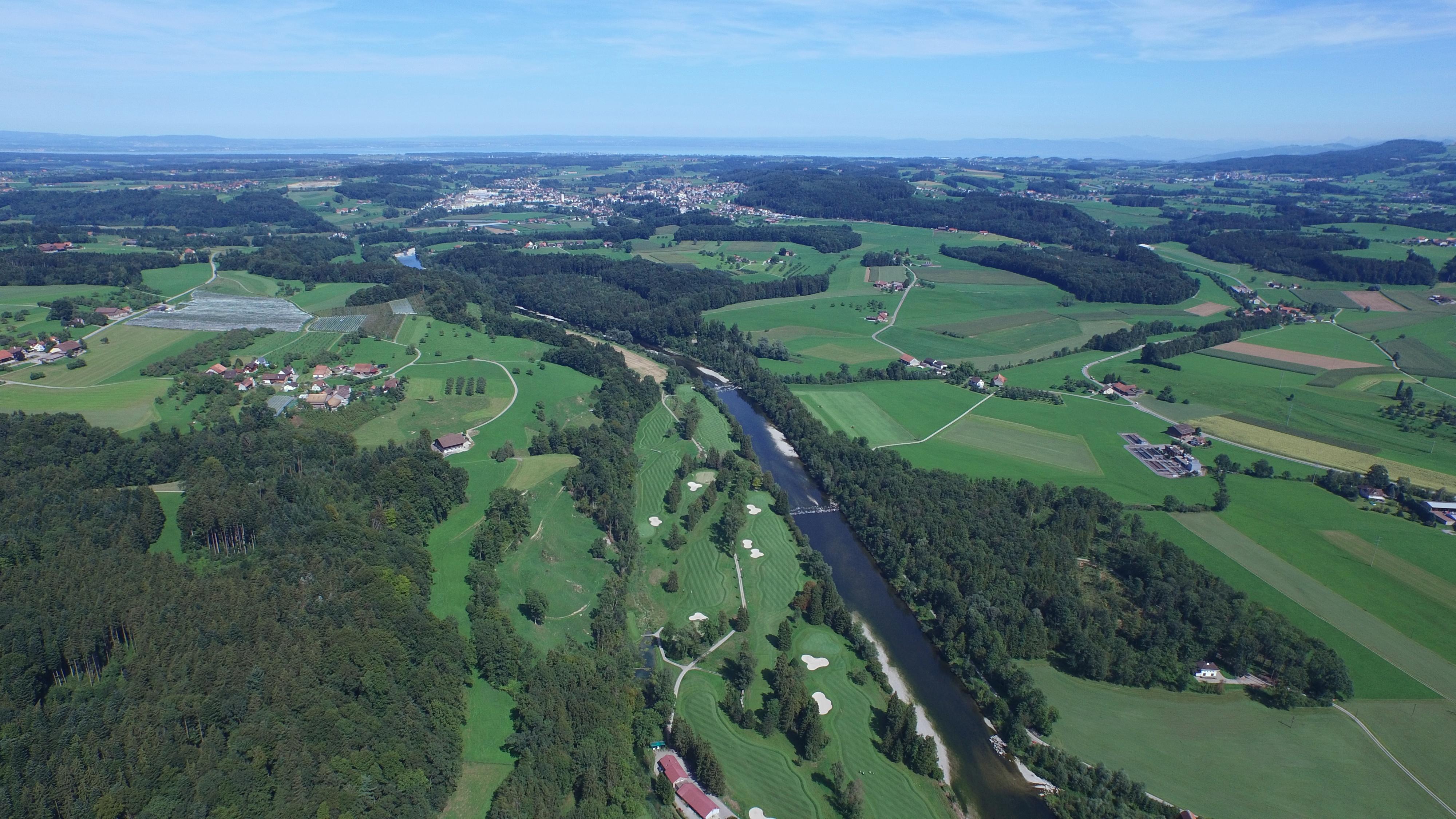 Die nahe Thur mit dem Golfplatz