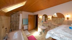 Das grosse Bad/Dusche im Obergeschoss