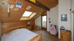 Kinderzimmerim Obergeschoss mit Balkkon und ....
