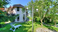 """Der """"wildromantische"""" Garten mit dem Haus"""